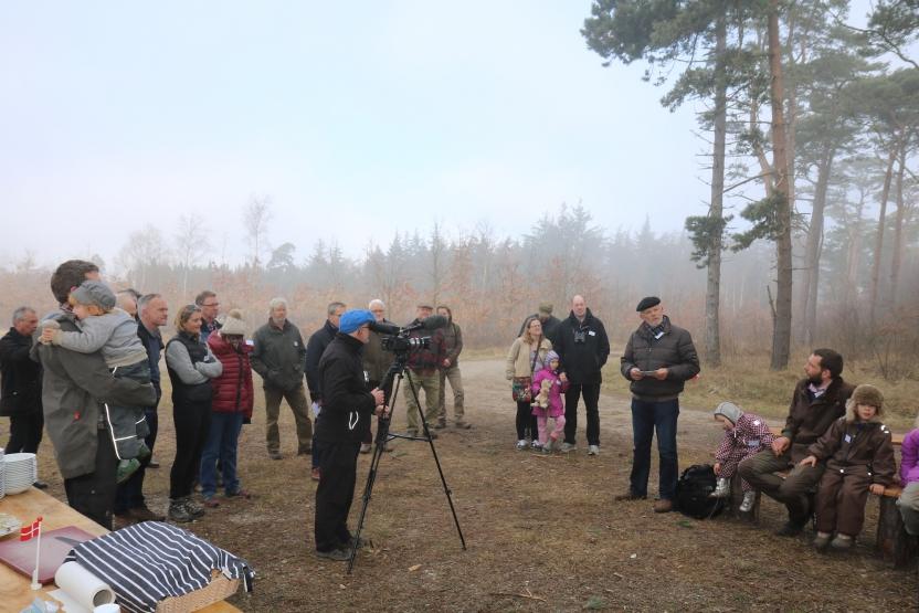 Naturfondens formand Lauritz B. Holm-Nielsen holder tale til reception for lokale samarbejdspartnere i Bøtø.