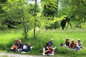 Børn på tur i Allindelille